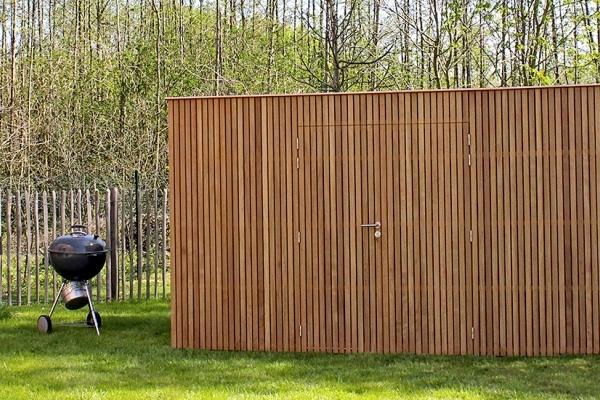 Milano moderne tuinhuis moderne tuinhuizen producten op maat tuinhuizen poolhoouses - Latwerk houten ...